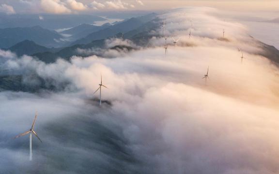 齐岳山云海风车唯美景色