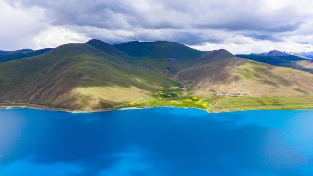 西藏圣湖羊卓雍措国庆旅游风景