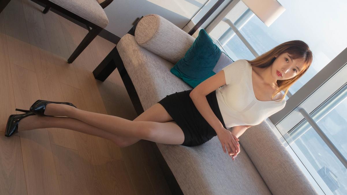 陆萱萱 白色毛衣 黑色短裙 长腿美腿美女模特4k壁纸