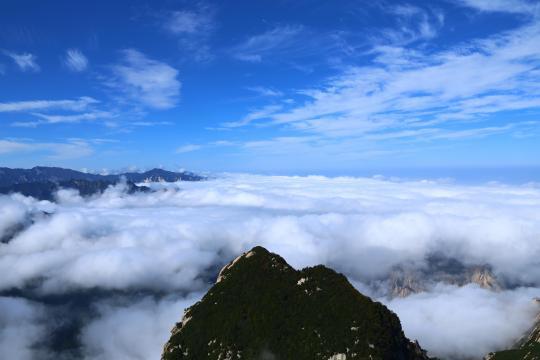 雨过天晴的西岳华山美丽云海奇观