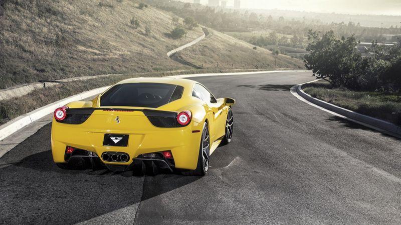 黄色法拉利名车高清壁纸