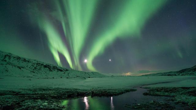 南极/北极神秘而又幽美的极光