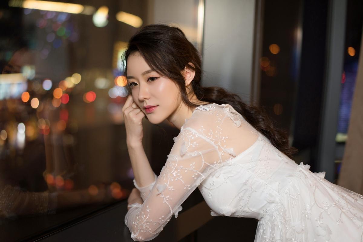 克拉女神江琴 白色裙子養眼美女4k壁紙