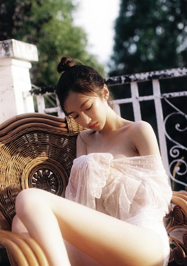 极品美女透视蕾丝清凉诱惑写真