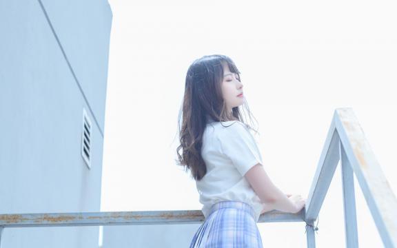 日系纯洁jk礼服少女天台甜蜜可爱写真