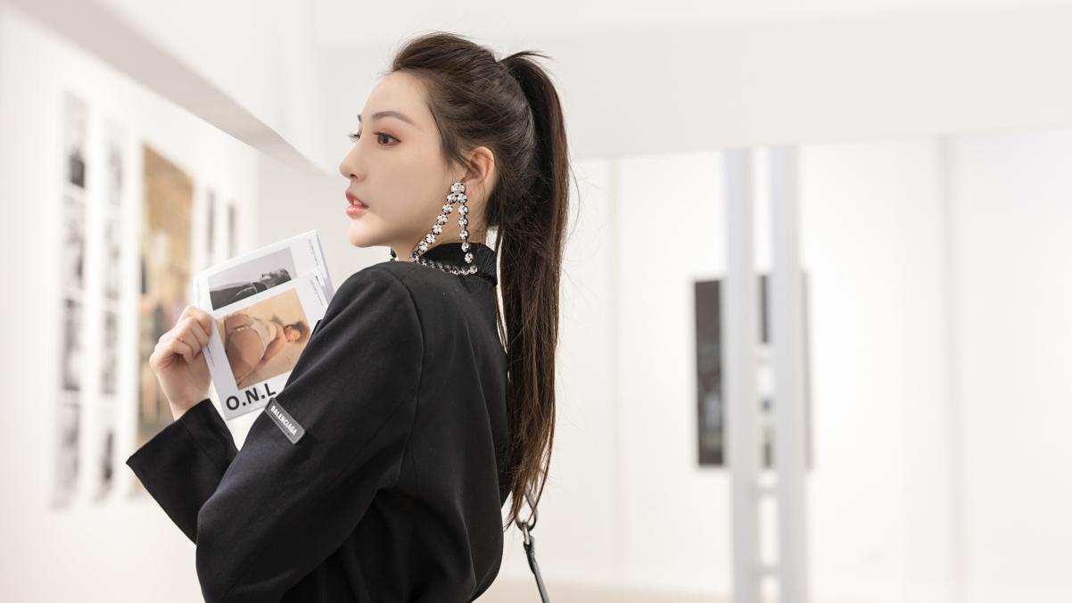 马尾辫美女刘奕宁 黑色西装 时尚气质美女4k壁纸3840×2160