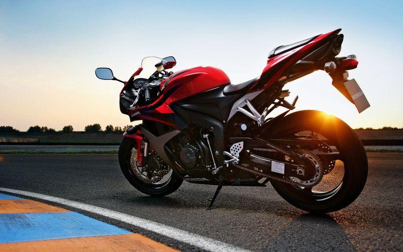 本田cbr系列摩托车高清壁纸