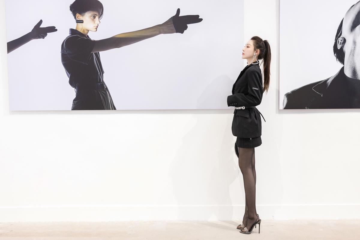 刘奕宁黑色西装 黑色裤袜时尚美女写真4k壁纸
