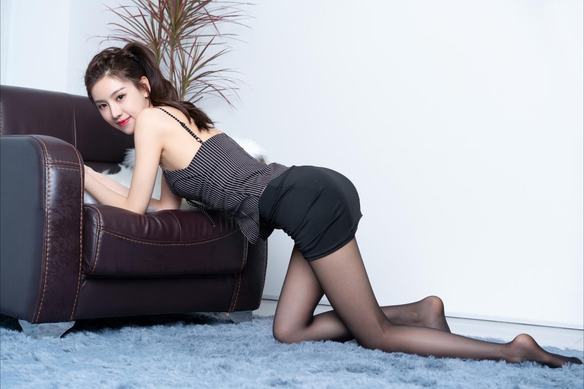 克拉女神静宜 黑色丝袜制服美腿美女屁股4k高清壁纸