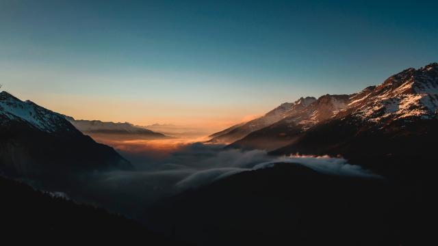 优美秀丽的山峰唯美风光